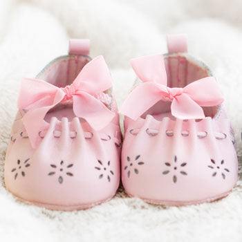 Baby shoes as part of a pregnancy checklist