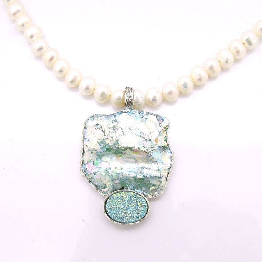 02385d65a68ca Large grey pearl necklace with labradorite and roman glass
