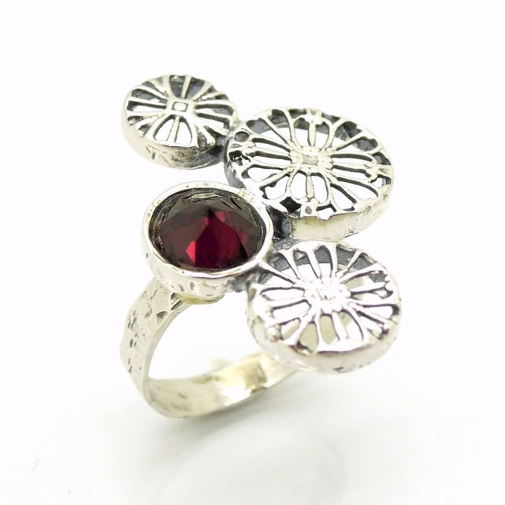 Rings - Garnet Ring Made Of Sterling Silver And Flower Shaped