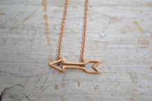 Load image into Gallery viewer, Rose gold arrow necklace