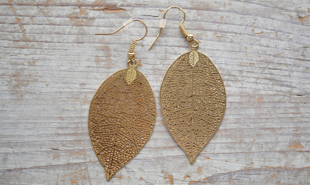 Filigree leaf earring