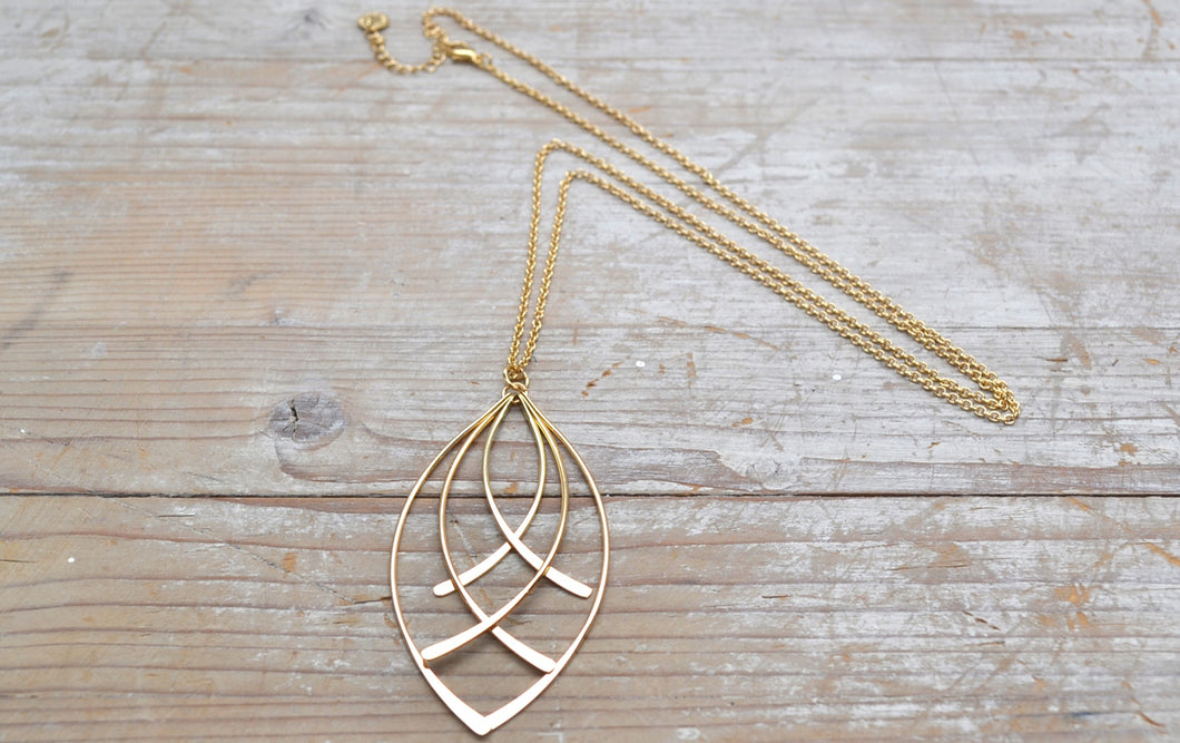 Gold entwined necklace
