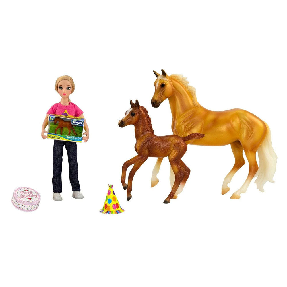 62301 Breyer Birthday at the Barn Set