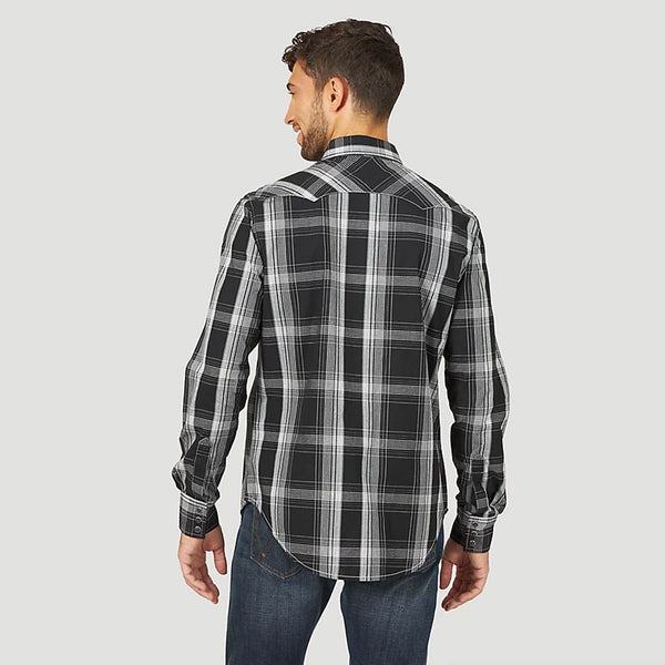 MVR474X Wrangler Men's Retro Long Sleeve Sawtooth Snap Pocket Western Shirt Black Plaid