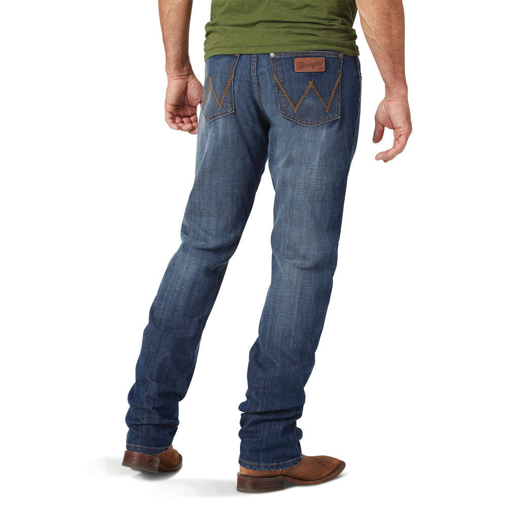 88MWZAL Wrangler Men's Retro Slim Straight Leg Jean
