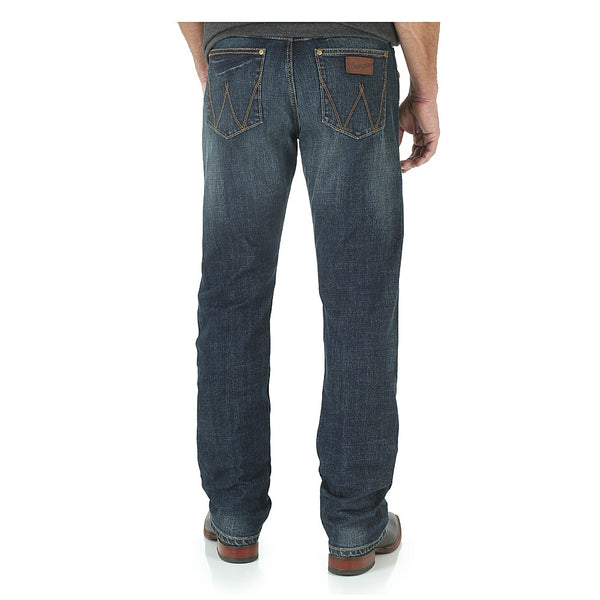 WLT88BZ Wrangler Men's Retro Slim Fit Straight Leg Jean