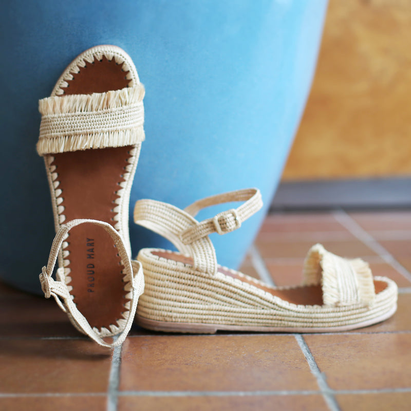 Raffia Wedge Fringe Sandal (Natural)