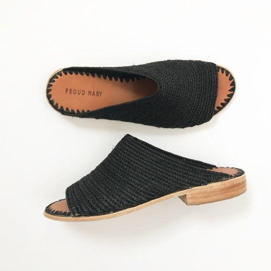 Open-Toe Raffia Slide (Black)