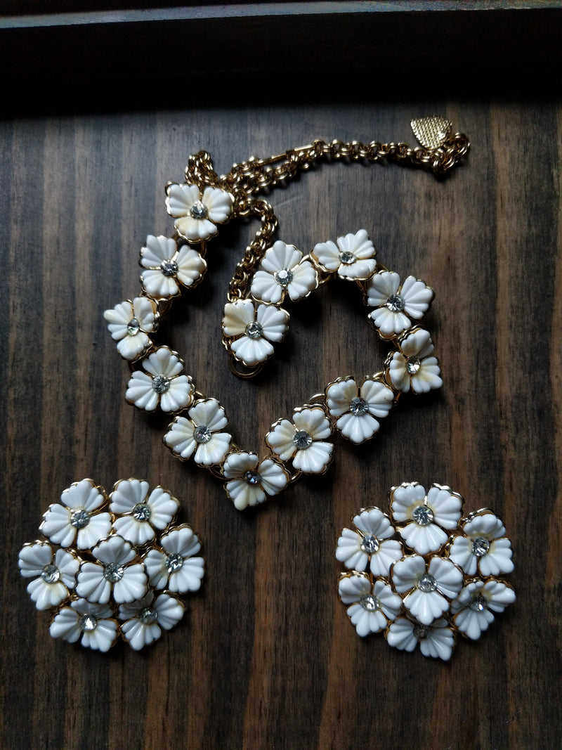Vintage Necklace white Flowers & Earring Set
