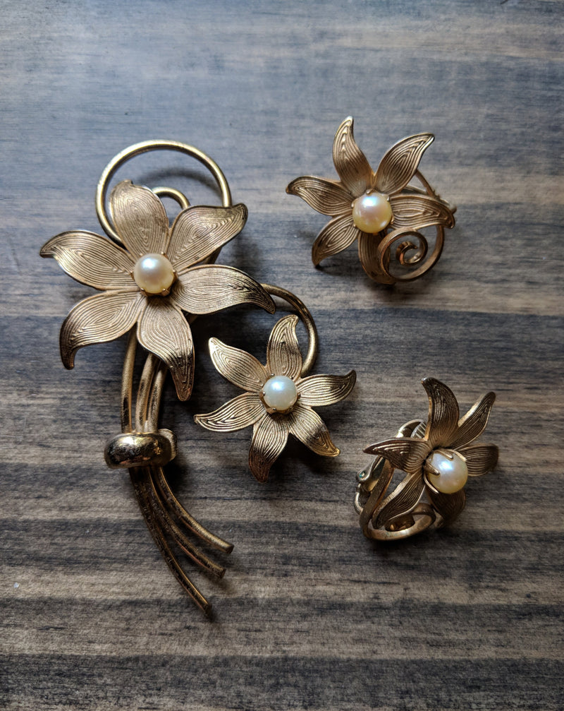 Vintage STAR Flower Brooch and Earring Set Gold Tone Pearl Accent Clip Back