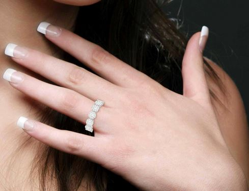 1/2 Ctw Jointed Circular Mount Lovebright Diamond Ring in 14KWG