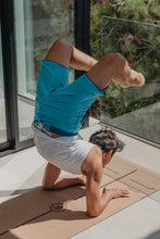 Laden Sie das Bild in den Galerie-Viewer, JOY cork yoga mat eco friendly greenyogaproject yoga kork matte nachhaltig