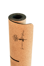Laden Sie das Bild in den Galerie-Viewer, cork yoga mat eco friendly greenyogaproject yoga kork matte nachhaltig
