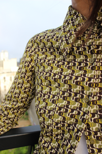 '70s Wide Collar Petite Olive Print