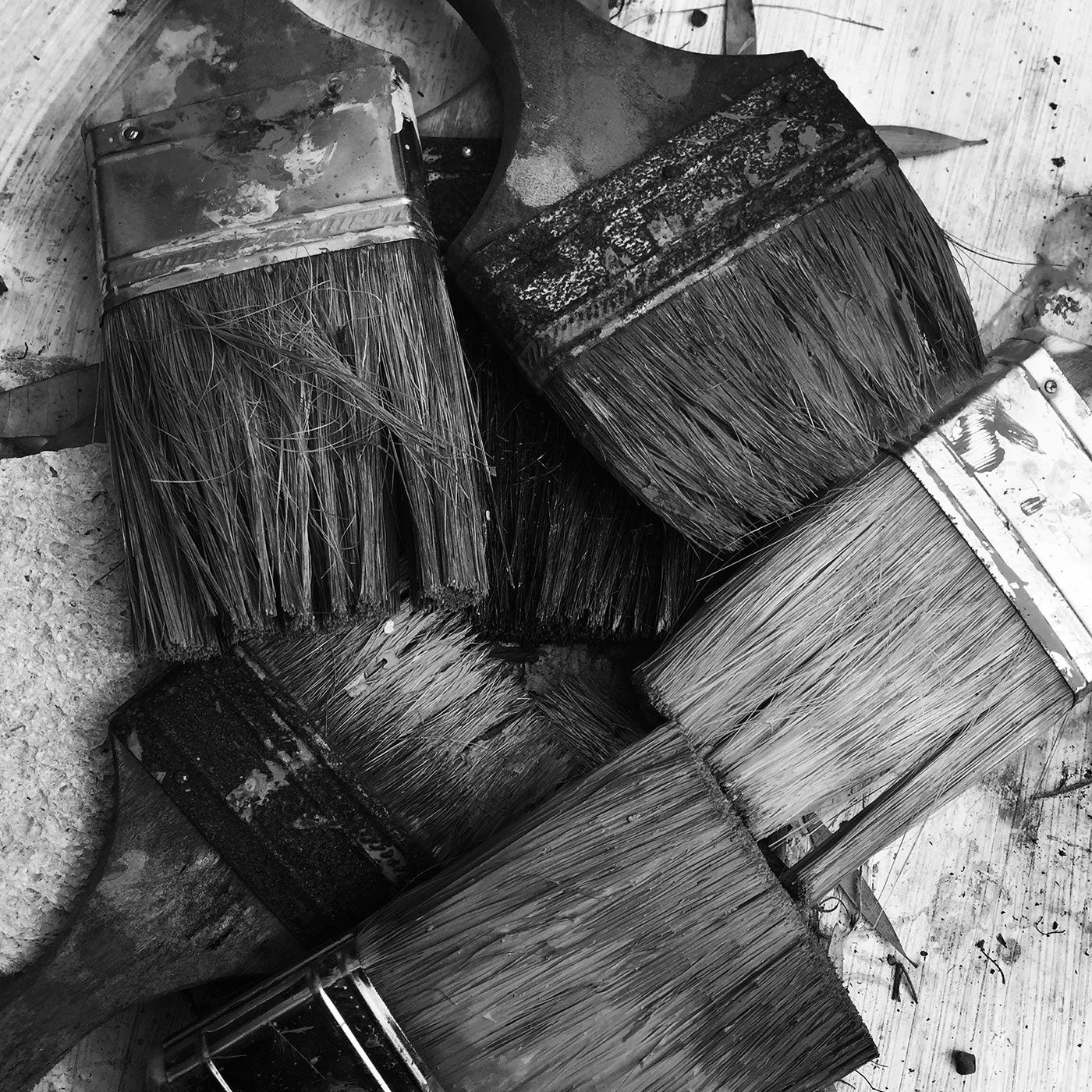 paint brushes with black and white filter