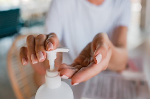 clean-hands-with-sanitizer