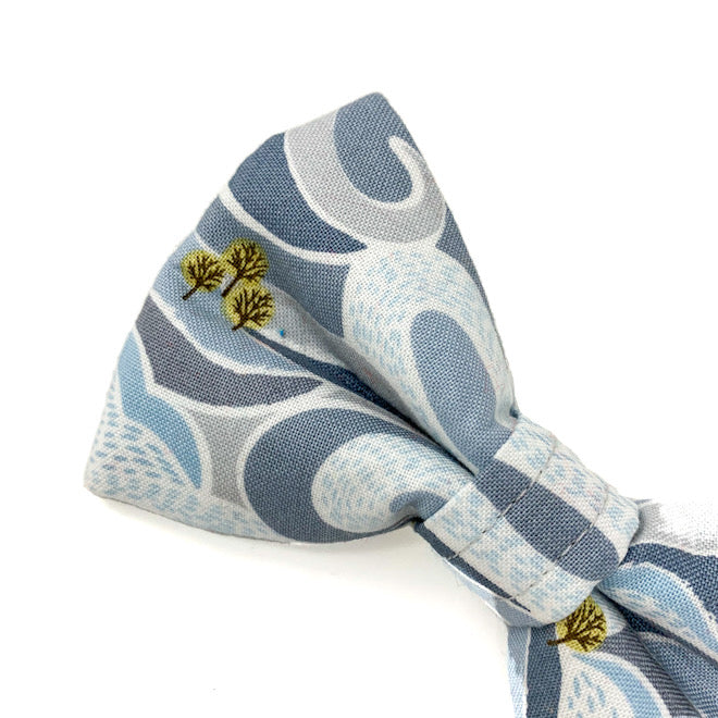 'FELLS AND PEAKS' DOG BOW TIE IN GREY