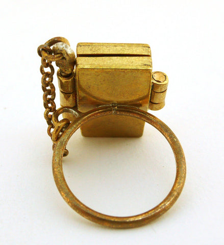 Arielle de Pinto: Cabochon Locket Ring