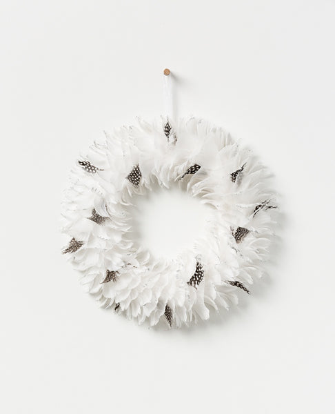 Noir feather wreath - white