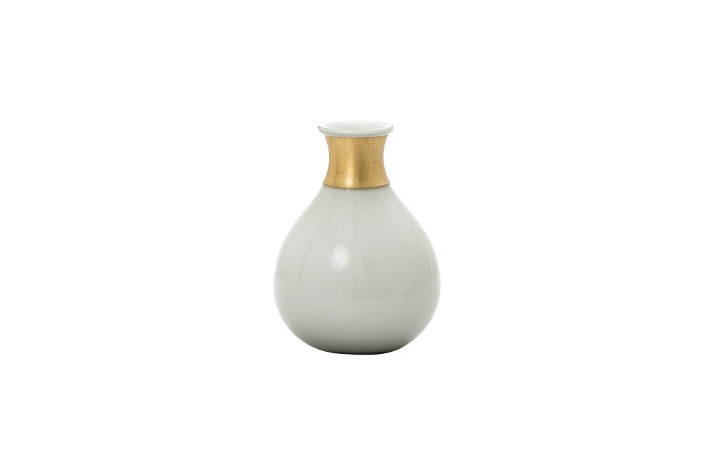 small white bud vase for small flowers for table settings for weddings. available for hrie in orange, bathurst and dubbo