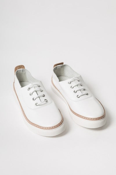 Cruz sneakers available at the white place, orange
