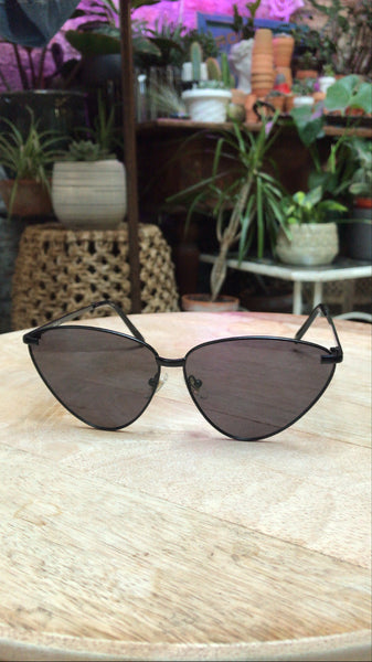 Sleek Black Cat Eye Sunnies