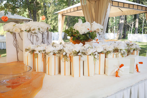 Your Complete Guide to Summer Wedding Decorating Ideas and Party Favors