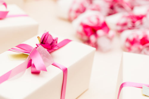 How to Choose Amazing Wedding Party Gifts for the Entire Bridal Party