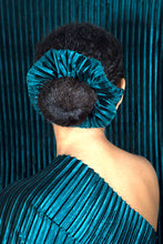 Load image into Gallery viewer, EMERALD VELVET SCRUNCHIE