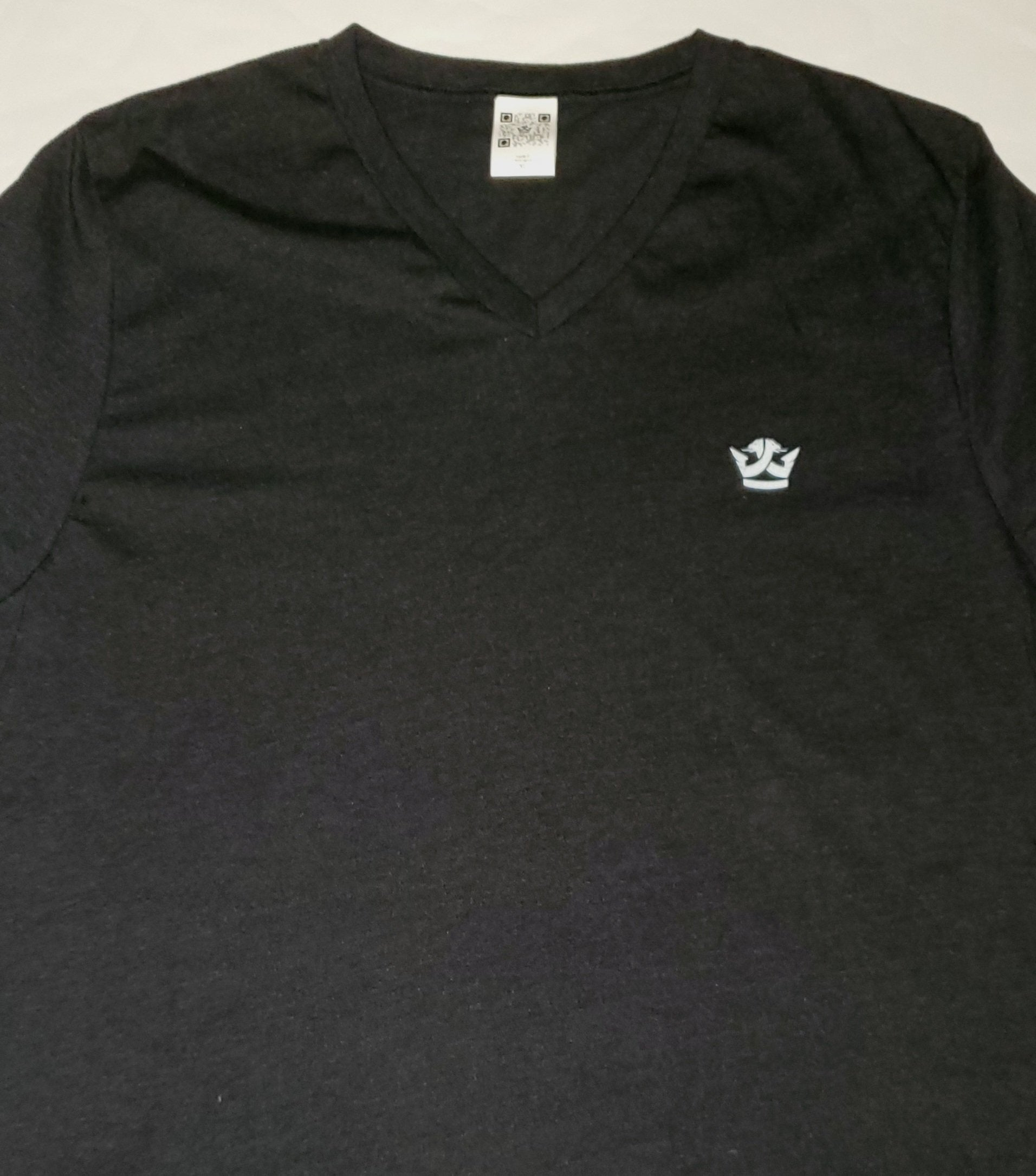 v neck black-white logo