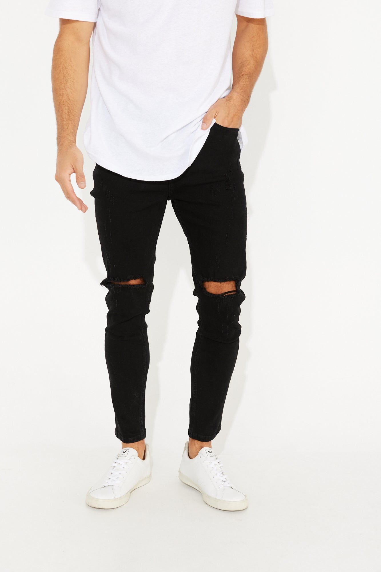 Nth Distressed Denim Solid Black