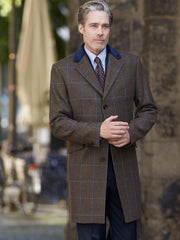 Mantel: Klassischer Covert Coat mit blauem Samtkragen aus Lovat Tweed | John Crocket – Fine British Clothing