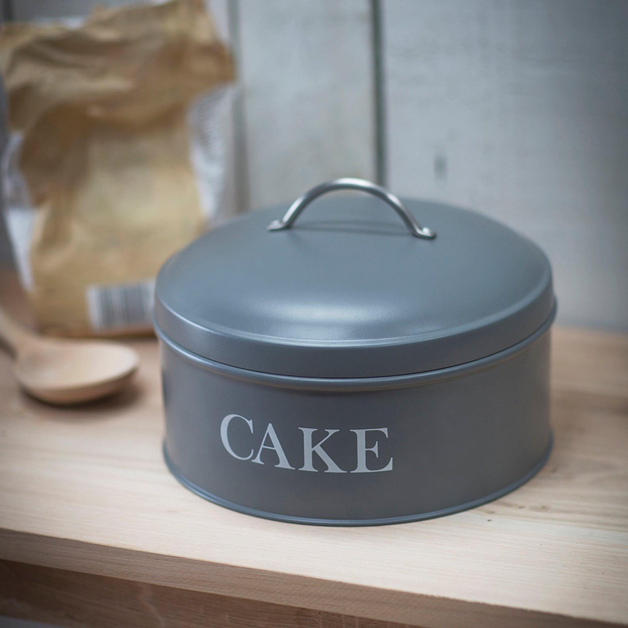 Round Cake Tin in Charcoal