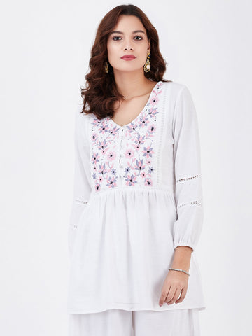 Image of LYLA WOMAN KHADI TOP WITH EMBROIDERY AND LACE DETAILING