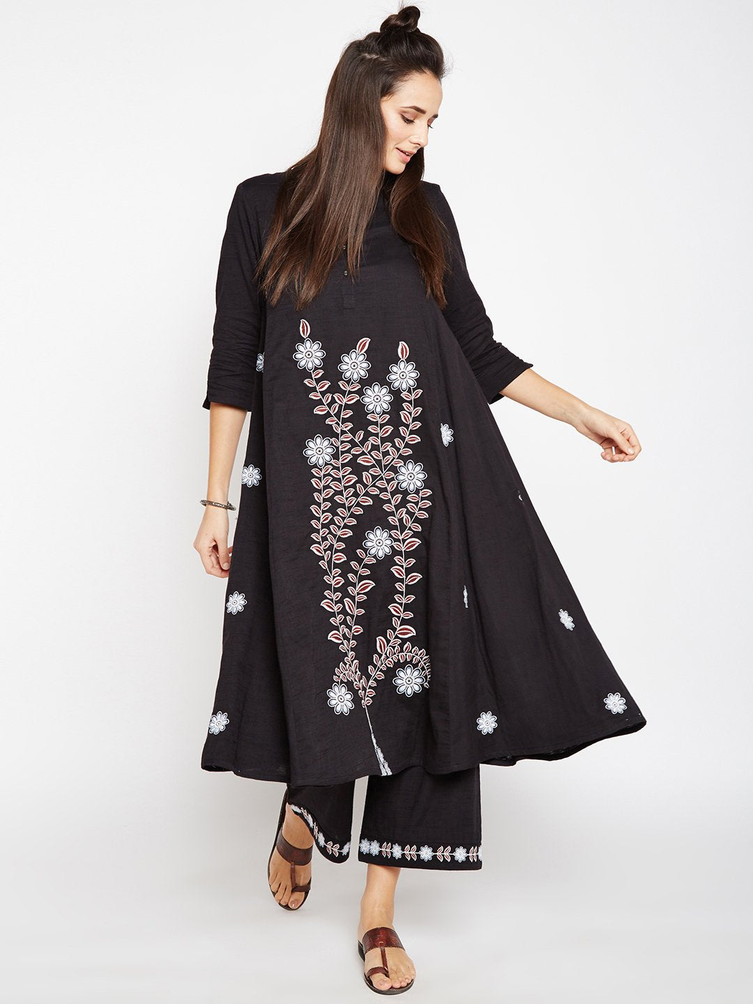 Lyla Woman Embroidered Kali Kurta