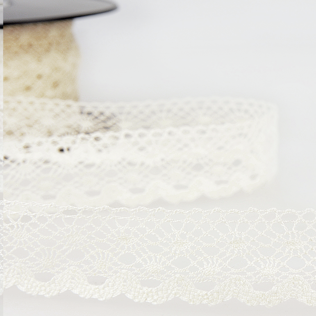 20mm Ivory Scalloped Edge Fine Lace Trim