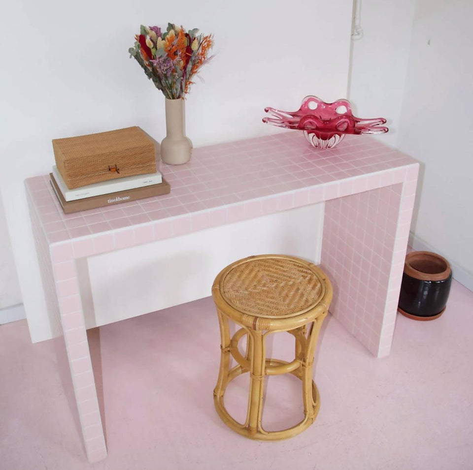 SHORT CONSOLE TABLE - MATT LIGHT PINK