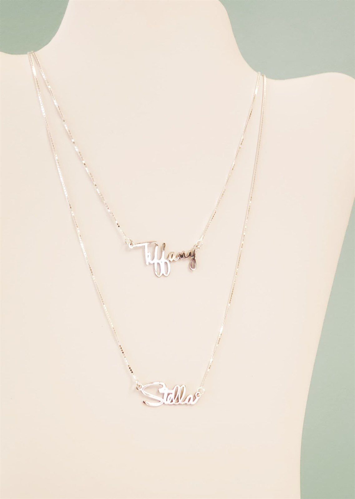 HH01 Dainty name necklace.