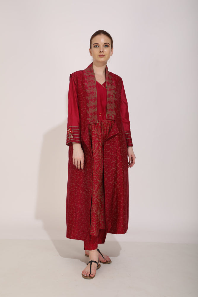 Beetroot Printed And Embroidered Kurta With Sleeves Paired With Sleeveless Jacket