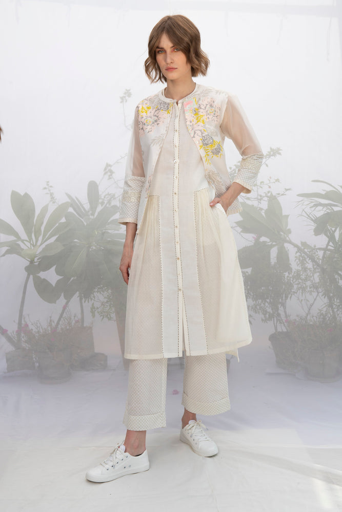 Ivory Panelled Tunic With Kantha Details And Without Sleeves