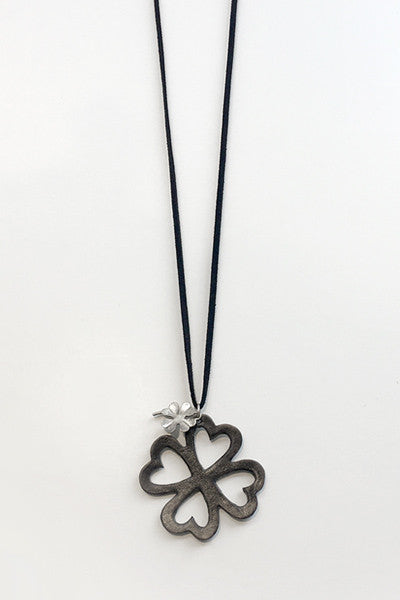 Clover Necklace in Black Leather