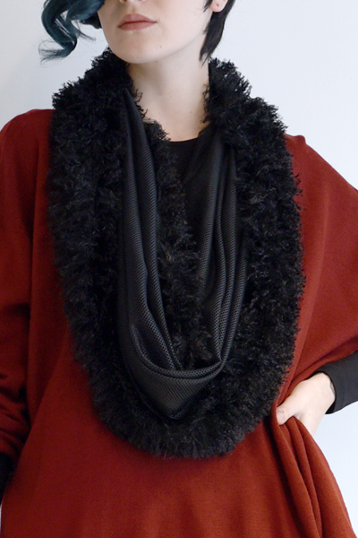 Art Point Circle Scarf in Black Combi