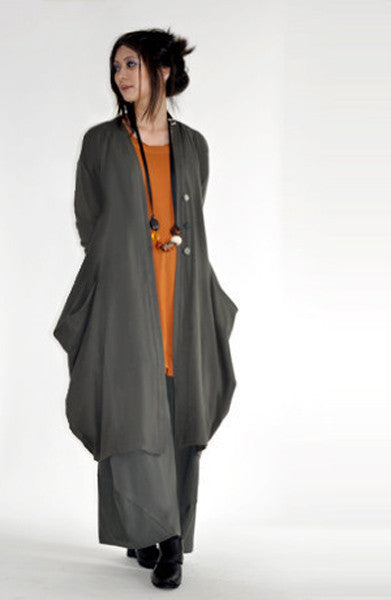 Shown in Smoke w/ Notting Hill Top and Odyssey Coat