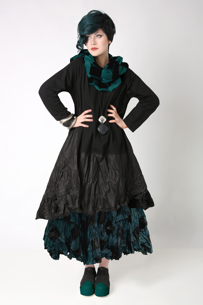 Shown w/ Tunnel Skirt and Carnaby Scarf