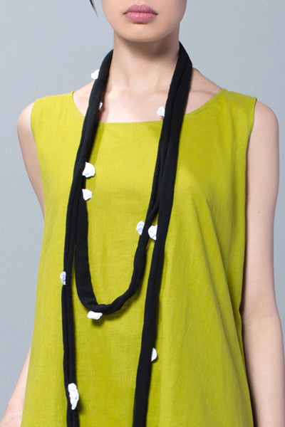Flower Necklace in White Carnaby/Black Tokyo