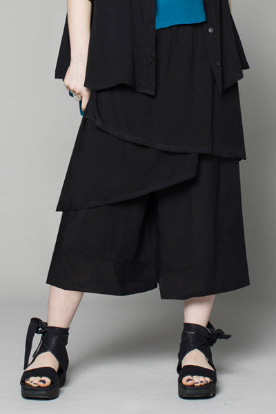 Layer Pant in Black Delphi