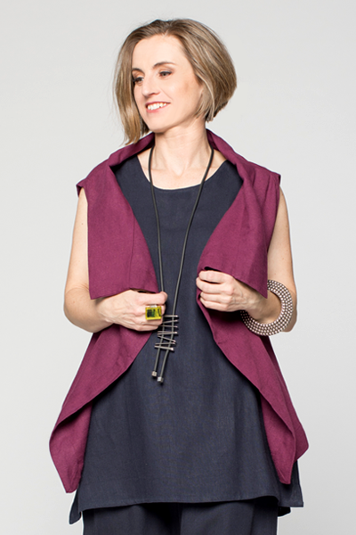 Easy Vest in Fig Roma