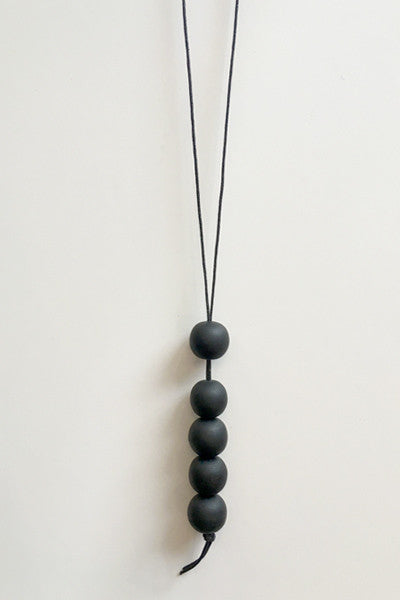 Vertical Five Necklace in Black Resin