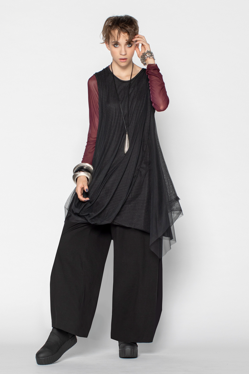 Shown w/ L/S Mesh Top and Cascade Pant