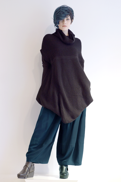 Shown w/ Vine Top and Alamo Pant